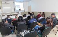 Capacitação Prevenção e Tratamento de Lesões por Pressãoministrada pela palestrante Professora do curso de enfermagem Dra. Neida Luiza K.Pellens
